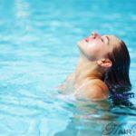 Как защитить волосы от хлорки в бассейне