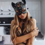 Фотосессия в маске кошки