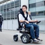 Коляски с электроприводом для инвалидов: полезная информация и советы